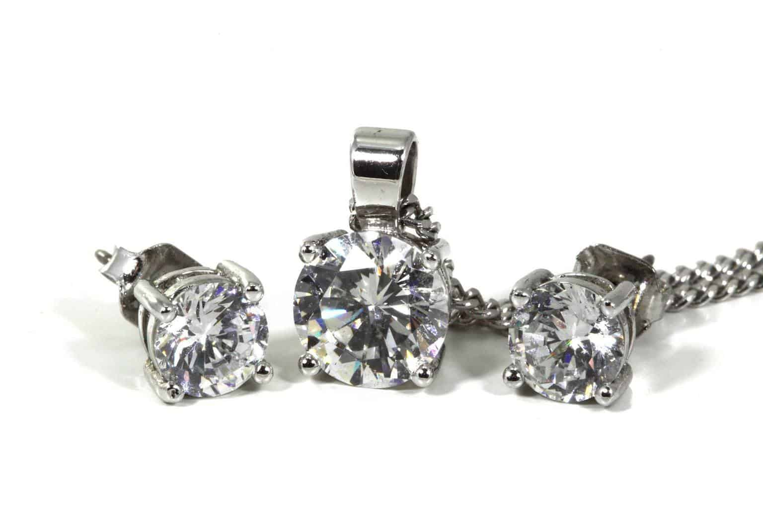 The Diamond Jewelry Buyer Phoenix and Surrounding cities can turn to in financial challenges.